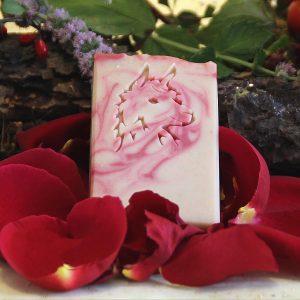 Saponetta artigianale alla cheratina di fibra di alpaca al profumo di rosa