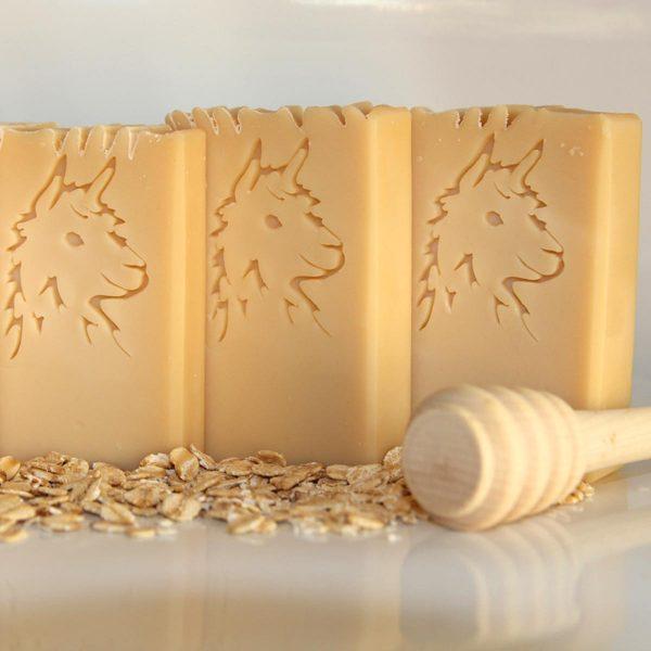 Saponetta artigianale alla cheratina di fibra di alpaca al latte e miele